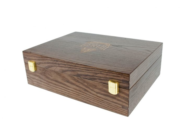 custom wooden box for beer presentation